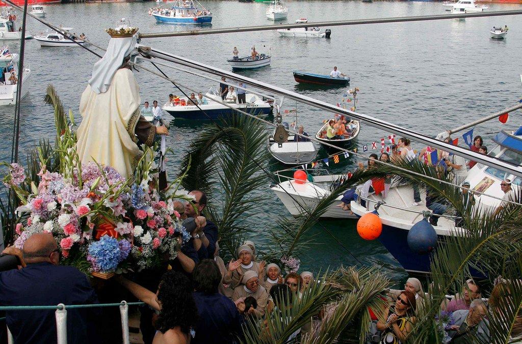 La Virgen del Carmen en un puerto pesquero