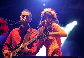 Alejandro y Nita dando un concierto
