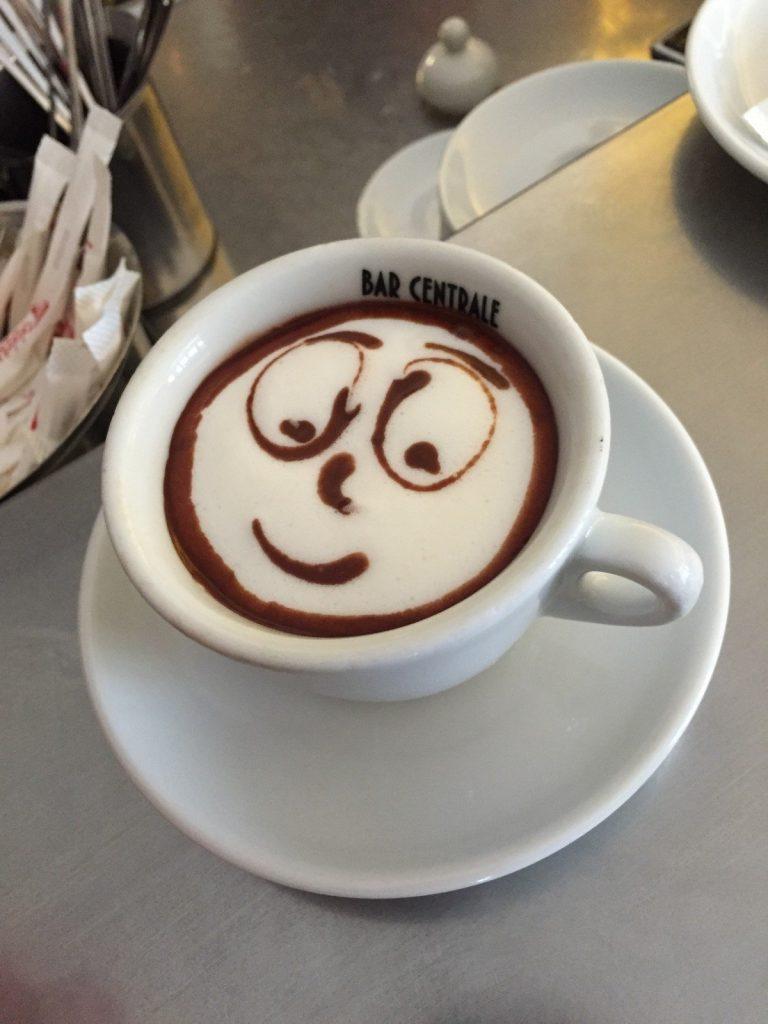 Café con carita sonriente