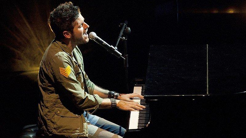 Pablo López al piano