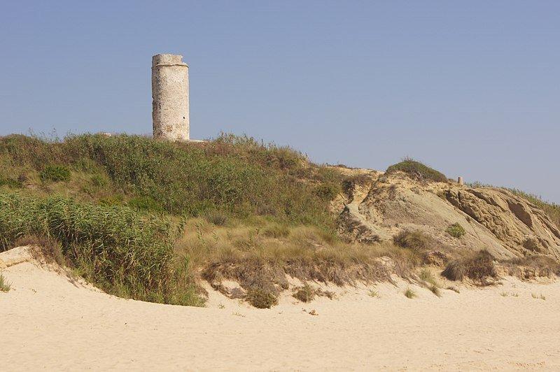 Torre del Puerco vista desde la playa